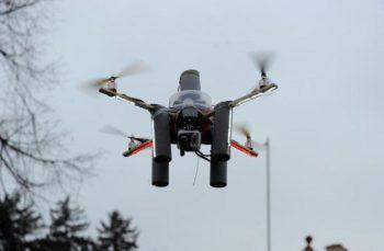 Suntem pregătiți pentru atacuri aeriene! Un gardian de la penitenciarul Ploiești a interceptat o dronă și a doborât-o cu mătura