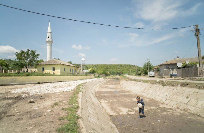 """Călătorie la Bașpunar, satul dobrogean care depinde de un singur izvor: """"Dacă apă nu e, nimic nu e"""""""