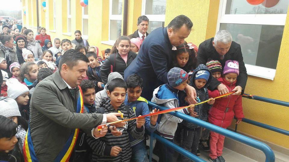 Liviu Pop a inaugurat o școală din comuna Corbii mari, județul Dâmbovița.