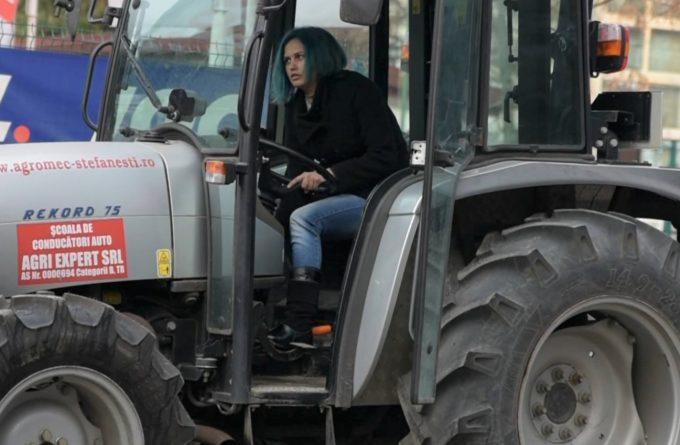România meseriaşă. De ce se înscriu femeile la şcoala de tractorişti