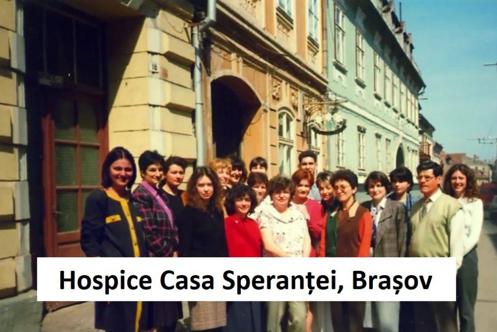 Anii de început ai Hospice Casa Speranței. Domnul Nelu este al doilea din dreapta