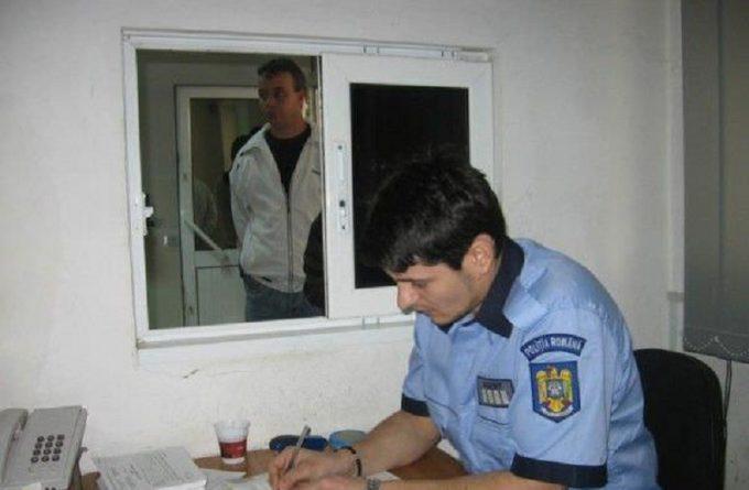 HARFELE SĂPTĂMÂNII. Polițiștii din Băicoi au prins un bărbat dat în urmărire generală când acesta a venit singur la ei să-și scoată cazierul