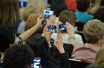 Bugetarii cu Iphone X