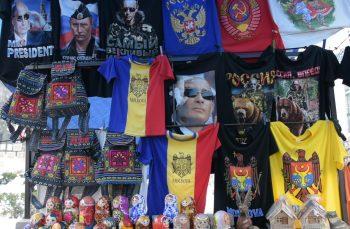 """VIDEO """"Când două sărăcii vor să se unească…"""". Ce mai cred moldovenii și românii despre unire"""