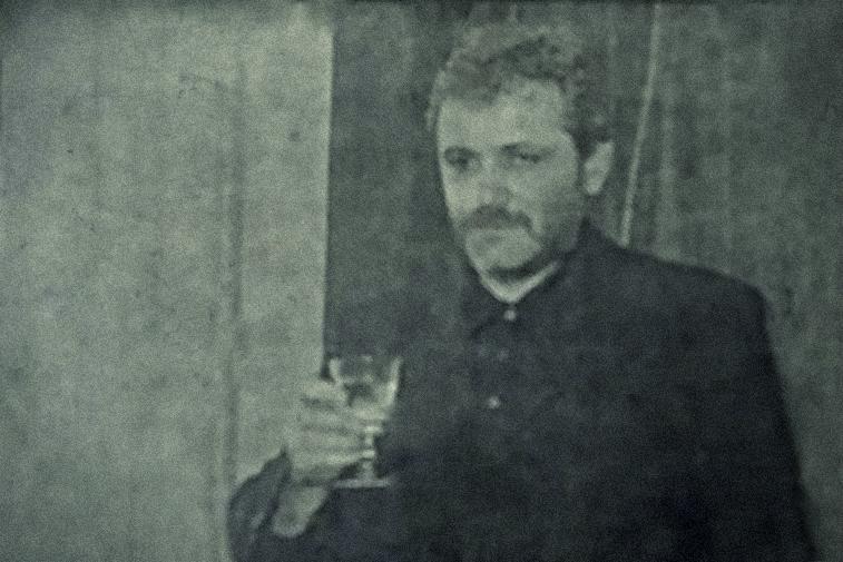 În câțiva ani, Liviu Dragnea a trecut de la berea din birturile comunale, la șampania din restaurantele de oraș.