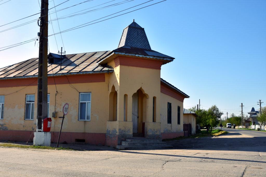 Comuna Giuvărăști, strada Principală. Aceasta este casa în care, în urmă cu 28 de ani, Liviu Dragnea și-a deschis prima afacere: cafe-barul Bachus. FOTO: Recorder