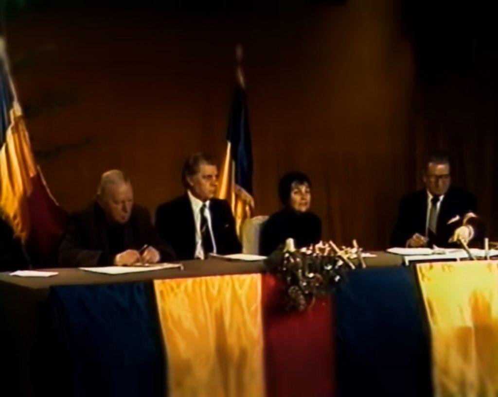 Doina Cornea, alături de Silviu Brucan, Dumitru Mazilu, și Petre Popescu, în studioul TVR, în zilele Revoluției din 1989