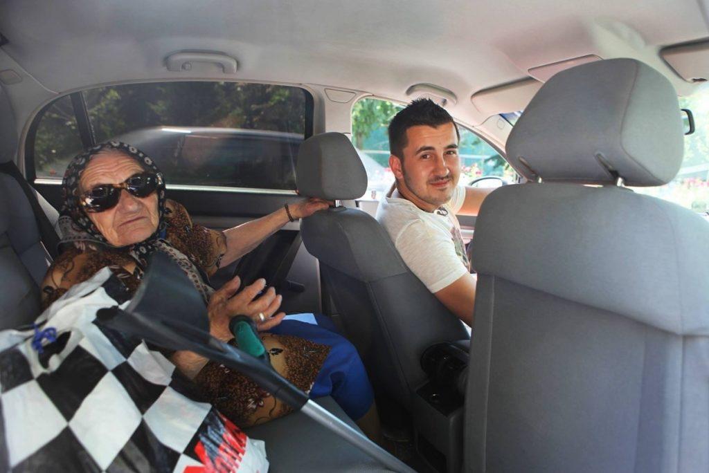 Alex Bobeș, într-una din primele sale curse: ducea la spital o brână cu probleme locomotorii