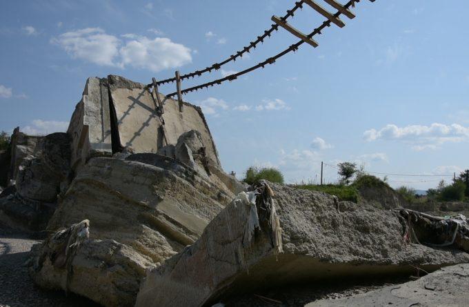 Atenție, cad poduri! CFR se prăbușește cu tot cu pasageri