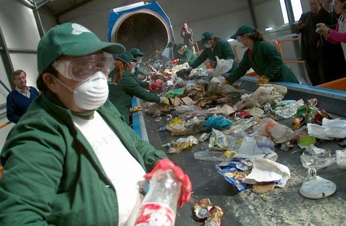Naționalizarea gunoiului: cum a reușit statul să paralizeze circuitul reciclării deșeurilor