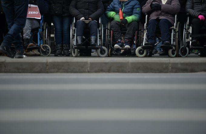 """Persoanele cu dizabilități au fost lăsate la mila primarilor: """"Să se ducă la muncă, nu să aștepte de la stat"""""""