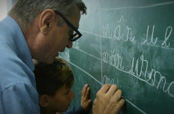 Domnul Olivian, învățătorul copiilor de la marginea satului