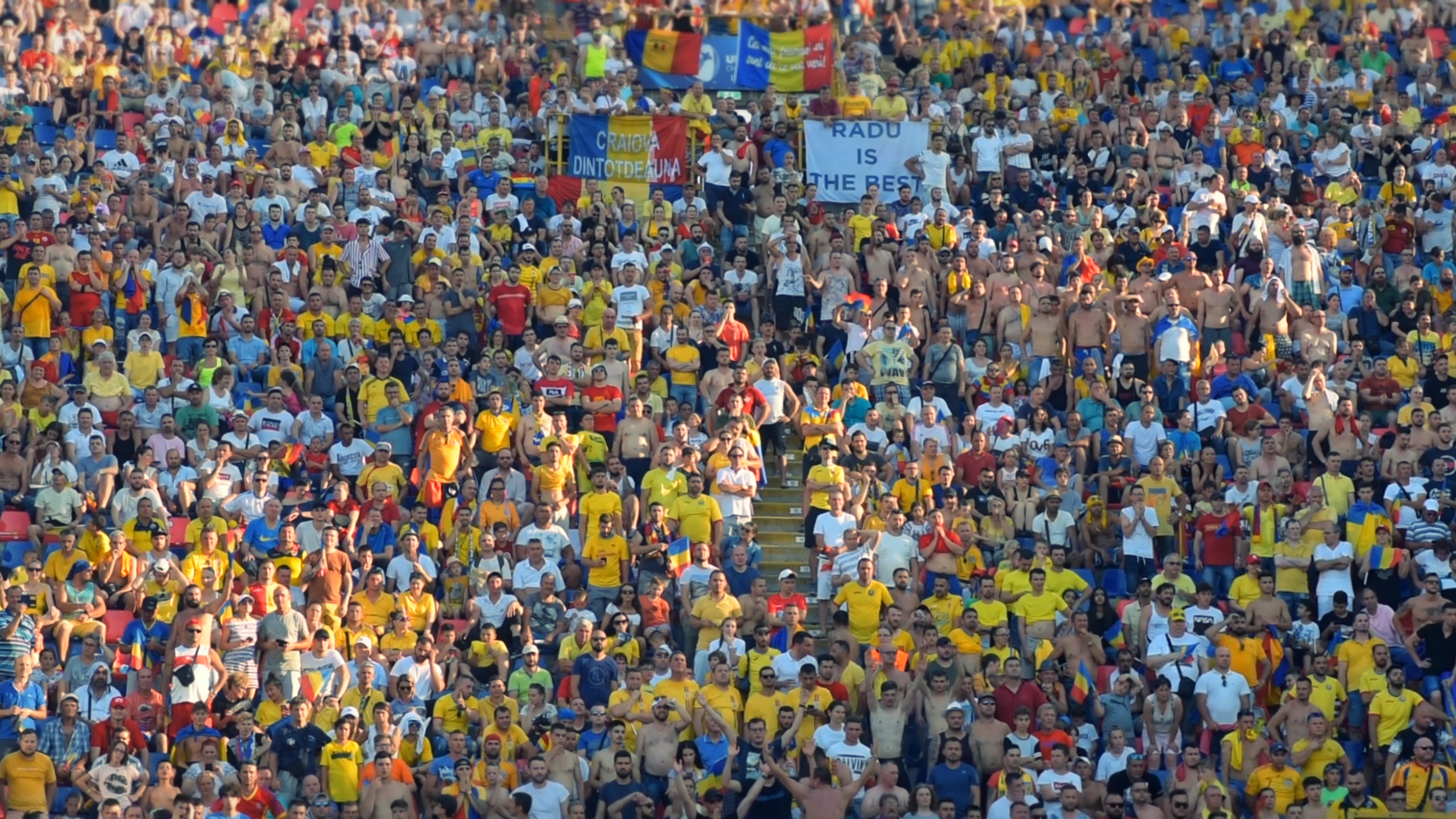 Bologna, Italia. 27 iunie 2019. Peste 15.000 de români din toate colțurile Europei au venit să susțină echipa națională de tineret la meciul cu Germania. FOTO: Recorder