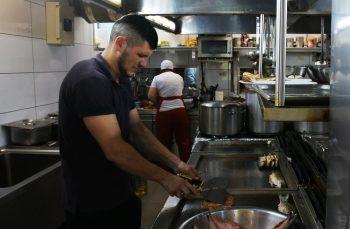 Marea criză de la Marea Neagră: plin pe terase, gol în bucătărie