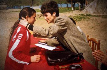 Profesoara care-i ajută să viseze pe elevii din satele sărace